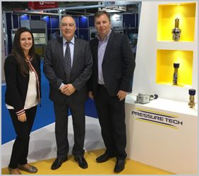 Pressure Tech Managing Director, Steve Yorke-Robinson, sign reseller agreement with Arcamo Controls, Spain